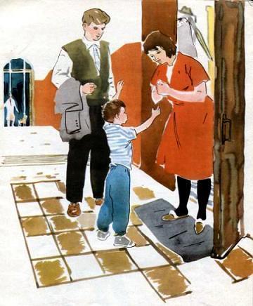 мальчик и его мама у дверей