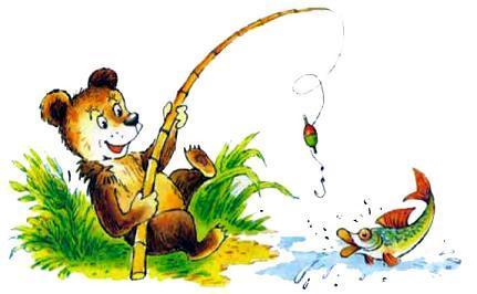 медвежонок ловит рыбу