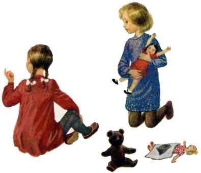 девочки играют в куклы