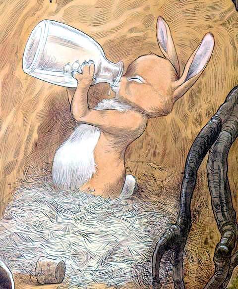Кролик пьет из бутылки