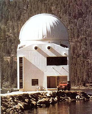 Большинство солнечных обсерваторий расположены высоко в горах или на островах в море. Это способствует уменьшению атмосферных помех.