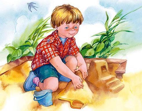 мальчик строит пасочки из песка